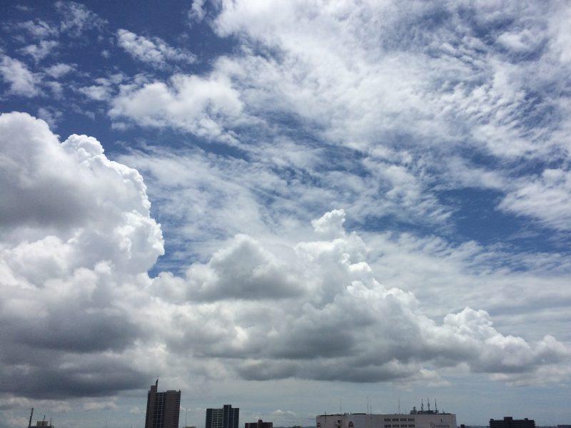 雲の形が、明らかに変わった