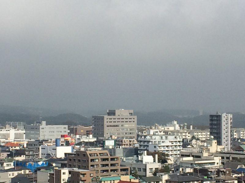 雨、霧、晴天、そして風の秋の空